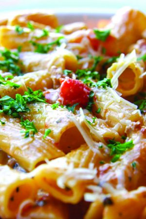 Rigatoni Bolognese-light